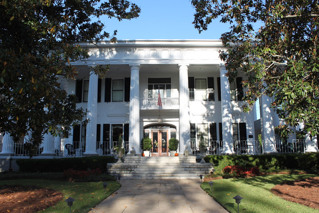 1842 Inn    Click to reserve.