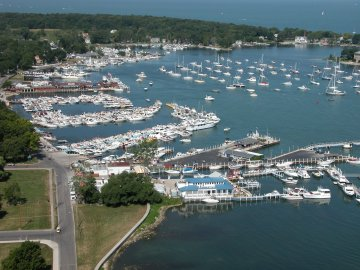 LOCATION - On the water one block from downtown.The Dodge House is located directly on the bay between the Put-in-Bay Yacht Club and the Crews Nest.