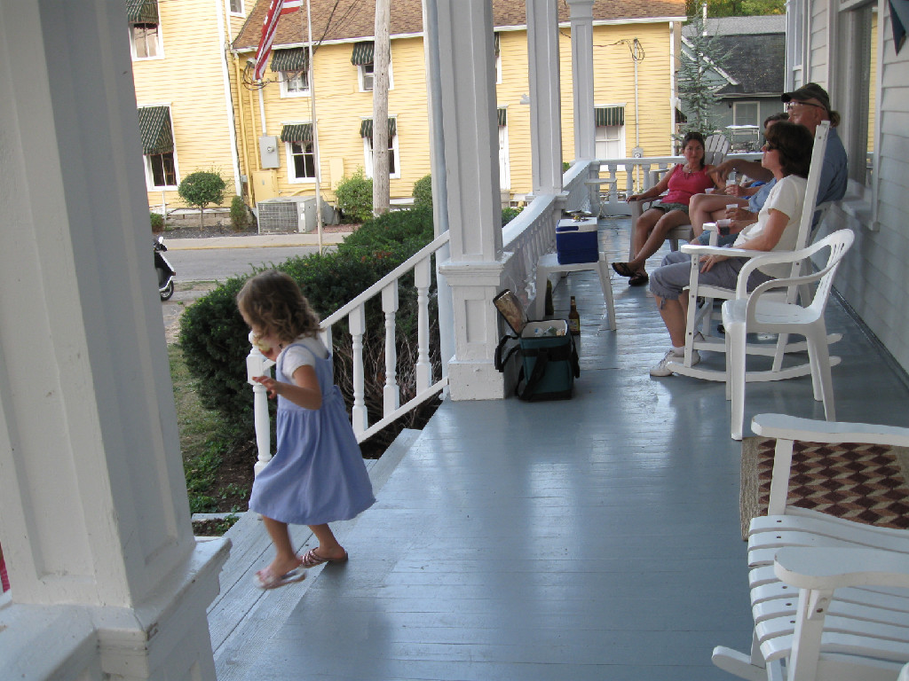 FAMILY FRIENDLY - Sleeps up to 20 people. Great for family or group retreats.