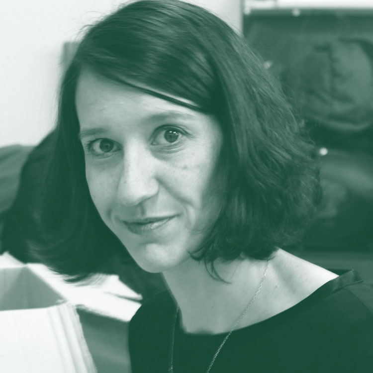 CAROLA PÉREZ - Presidenta