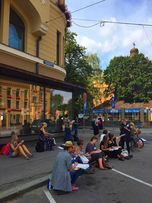 Urban Sketching with quick exercises. Photo: USK Riga
