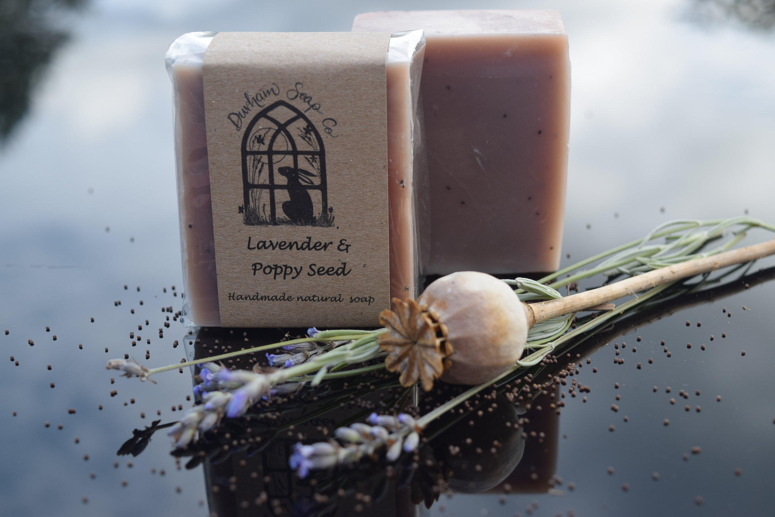 Lavender Poppy seed - Natural soap, handmade with our blend of pure plant oils, enriched with moisturising shea butter, cocoa butter and castor oil for a rich and creamy lather. Our soap is fragranced with pure lavender essential oil, known for its calming properties and is infused with a sprinkling of ground poppy seeds to give your skin the gentlest scrub.Ingredients: Olive oil, coconut oil, sunflower oil, shea butter, cocoa butter, water, glycerin, castor oil, lavender oil, poppy seeds), Vitamin E, alkanet root extract, limonene*, linalool*, * = occurs naturally in essential oils.Net weight: 100 g