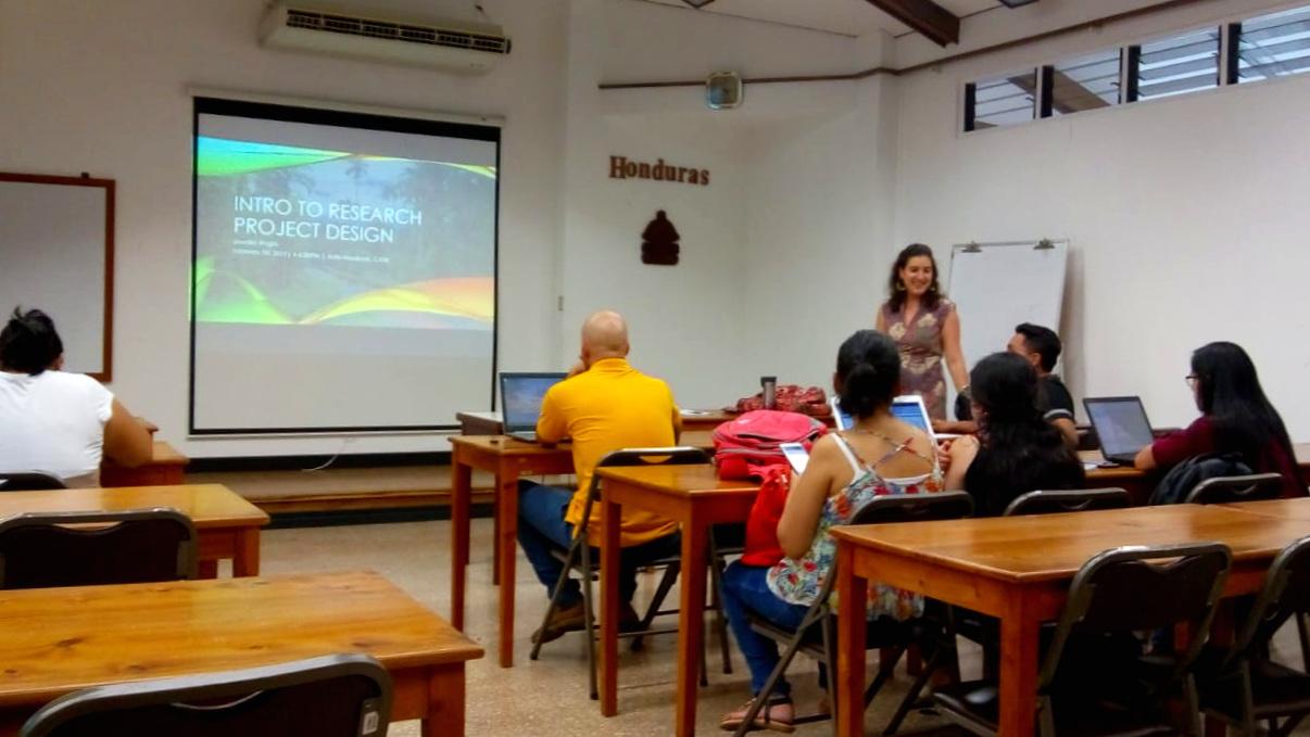 Seminarios: Taller de Introducción al Diseño de Investigación para Estudiantes Graduados