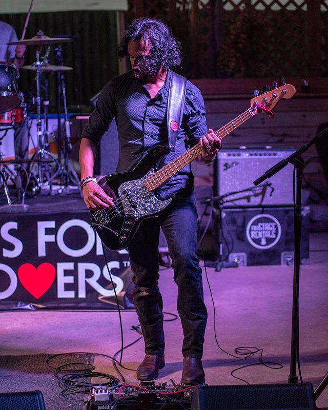 Each note serves a purpose. Choose wisely. #defendeverynote #fender #fenderbass #fenderjazzbass #jazzbass #fendercustomshop #lindyfralin #ampeg #sansamp #mxrpedals #basspedalboard #rockbassist #rockmusic #rockband #xeonesbass #notreble #bassguitar #bassplayer #bassist #bassguitars #bassguitarmagazine #bassplayermag #bassplayermagazine #bassplayers #dmvmusicians #ampegsvt
