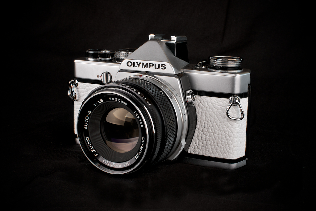 OM-1-White-Leathers