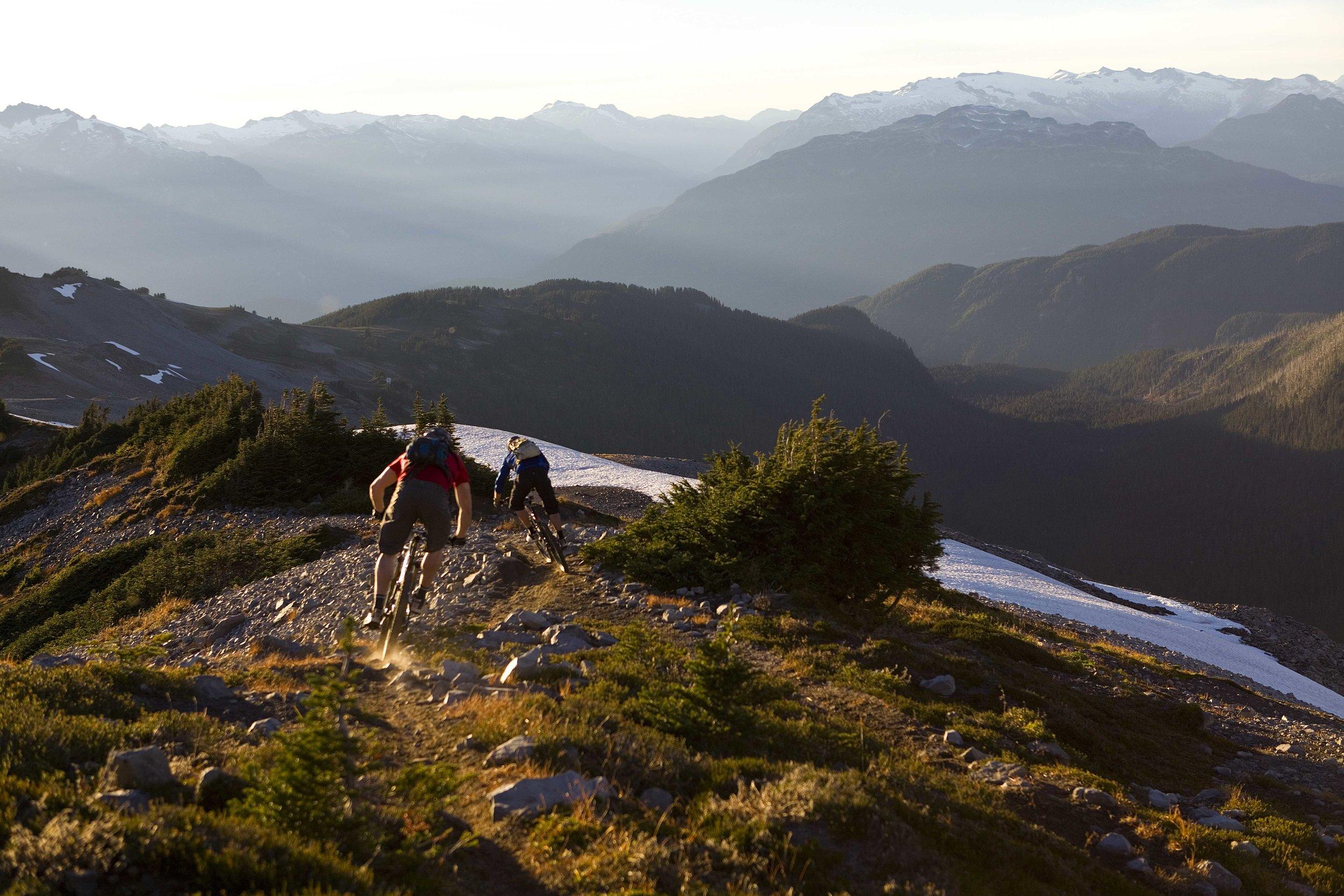 cc_mountain_bikers_d_hM9SN.jpg