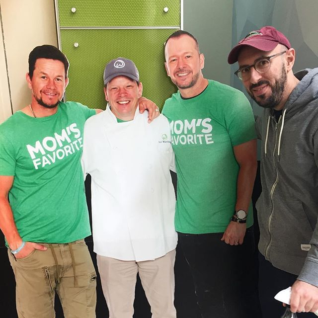Miami trip highlight. #markwahlberg #donniewhalberg? #otherwahlberg #wahlburgers #brosbeingbasic #pearsonairport