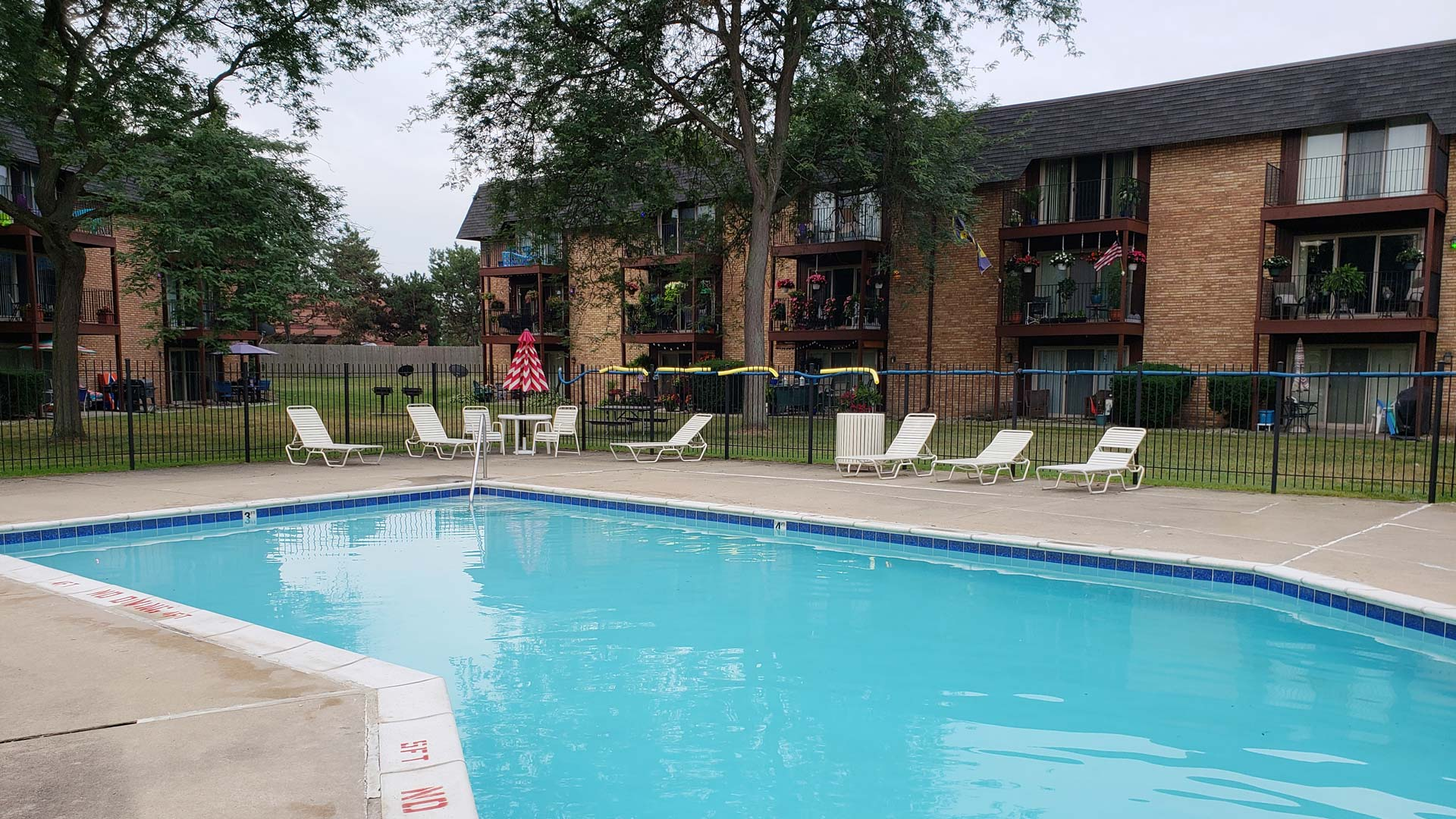 Old-Towne-Villa-Apartments-Swimming-Pool.jpg