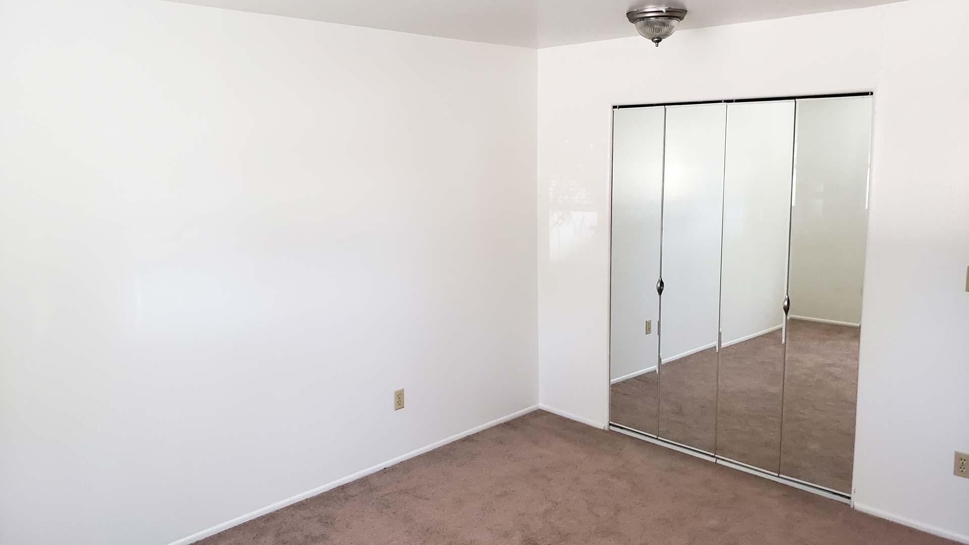 Old-Towne-Villa-Apartment-Bedroom.jpg