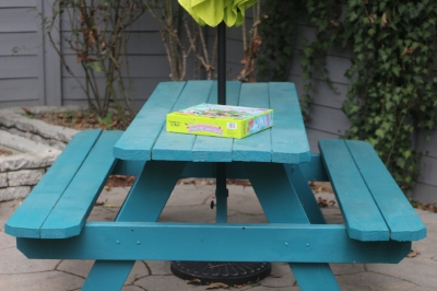 Kids table with bright  green umbrella !