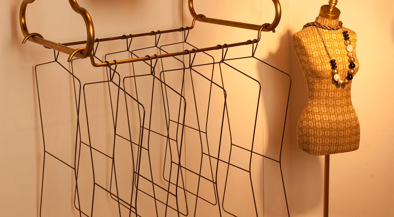 ACCESSORIES - Signage & Hangers