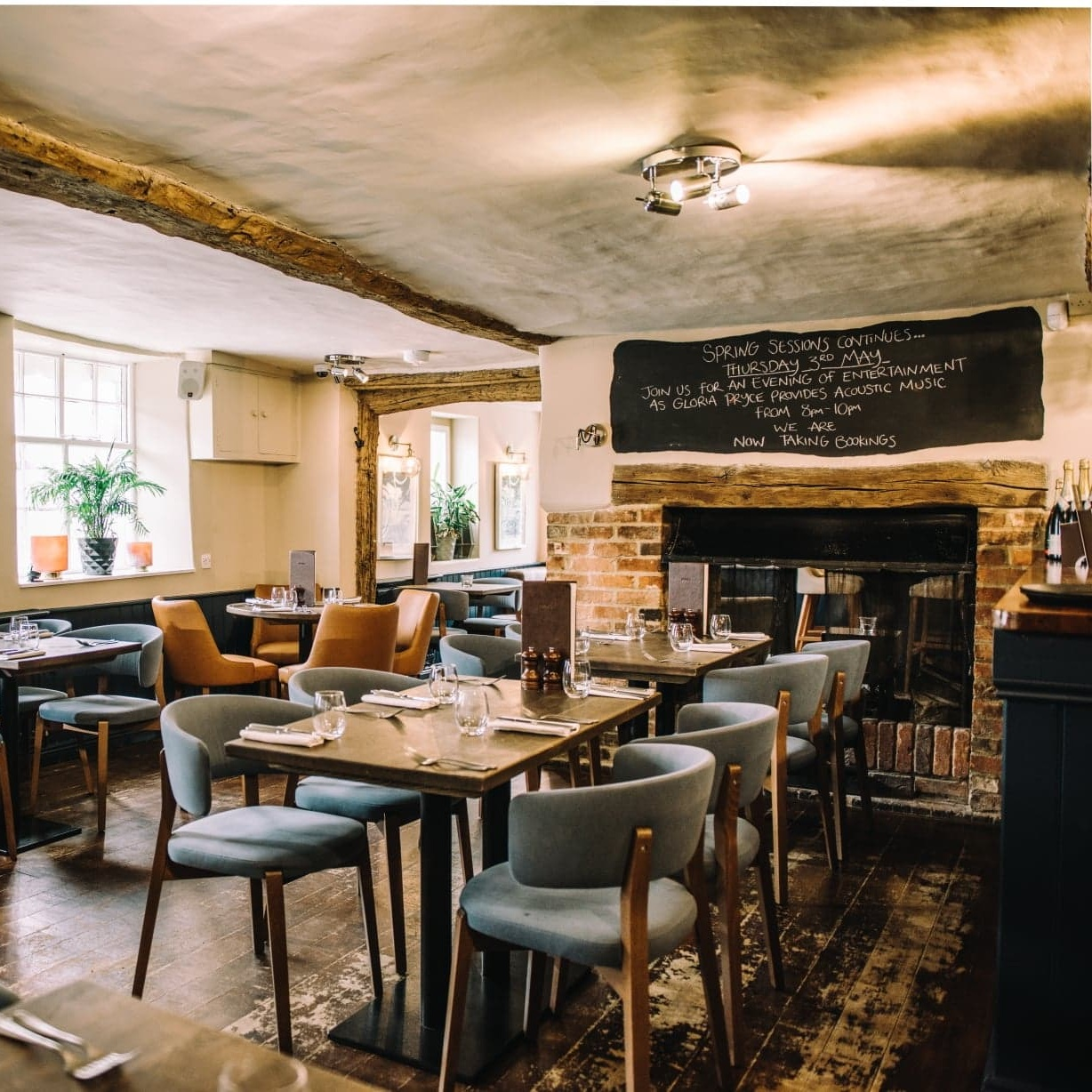 SHURLOCK ROW, BERKSHIRE - A first-class dining experience in a rural Berkshire