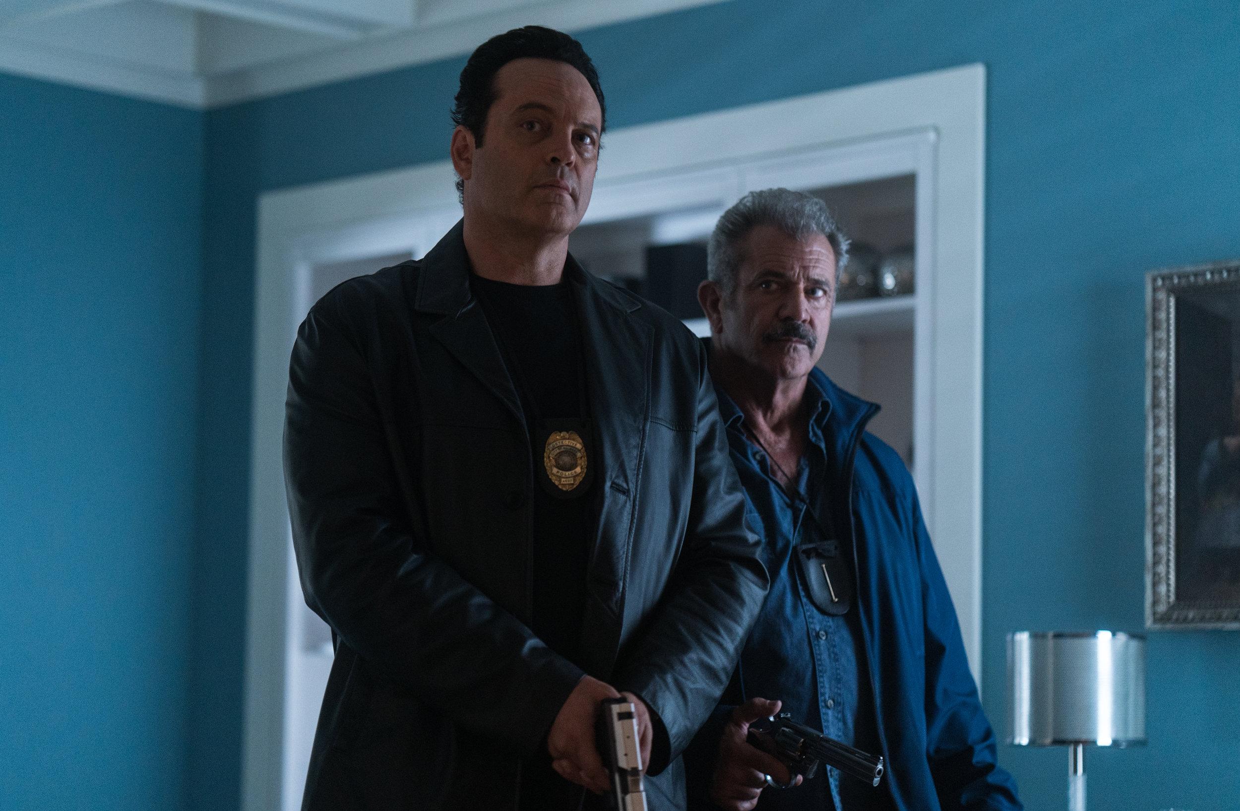 (Left to right) Vince Vaughn as Tony Lurasetti and Mel Gibson as Brett Ridgeman.