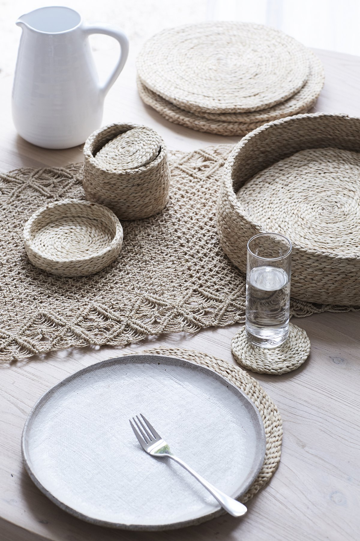 Round Natural Jute Coasters x 8 (in lidded basket)