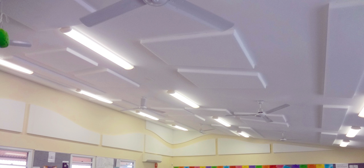 Correct acoustic treatment in a classroom from reverberation time calculations
