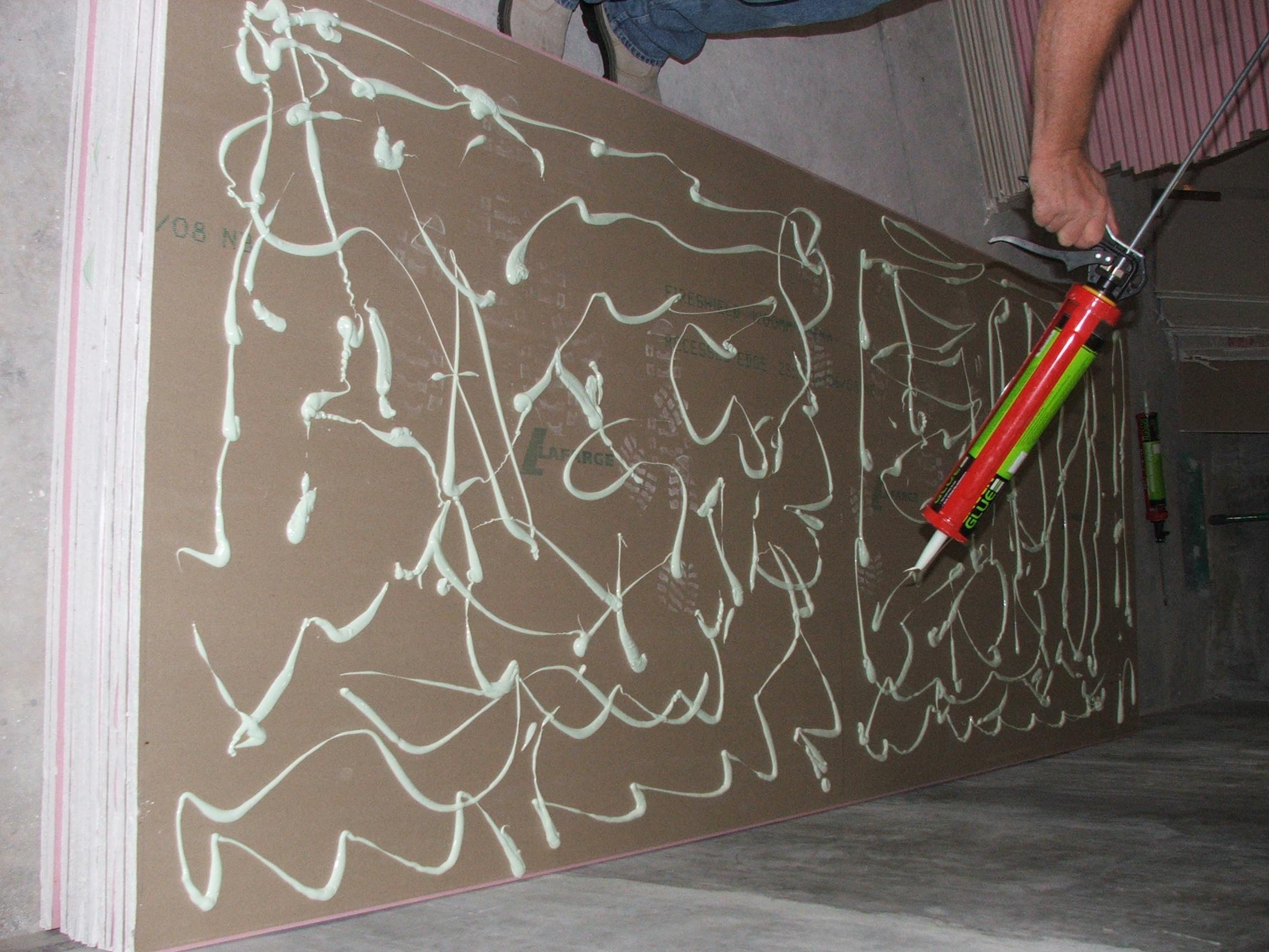 Applying Green Glue to plasterboard