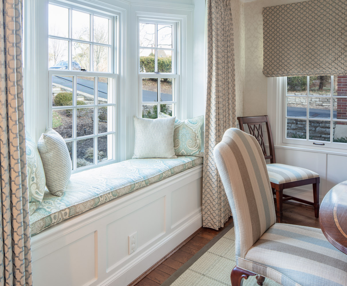 Window seat with pillows