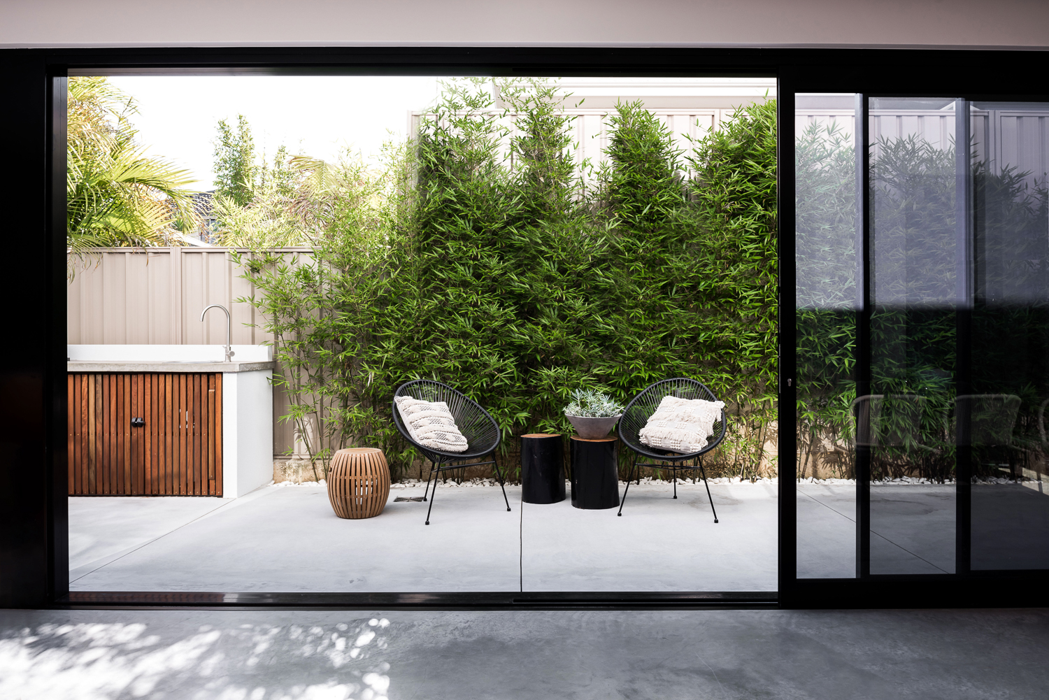 Como Residence by Studio Atelier - Indoor outdoor connection to courtyard.jpg