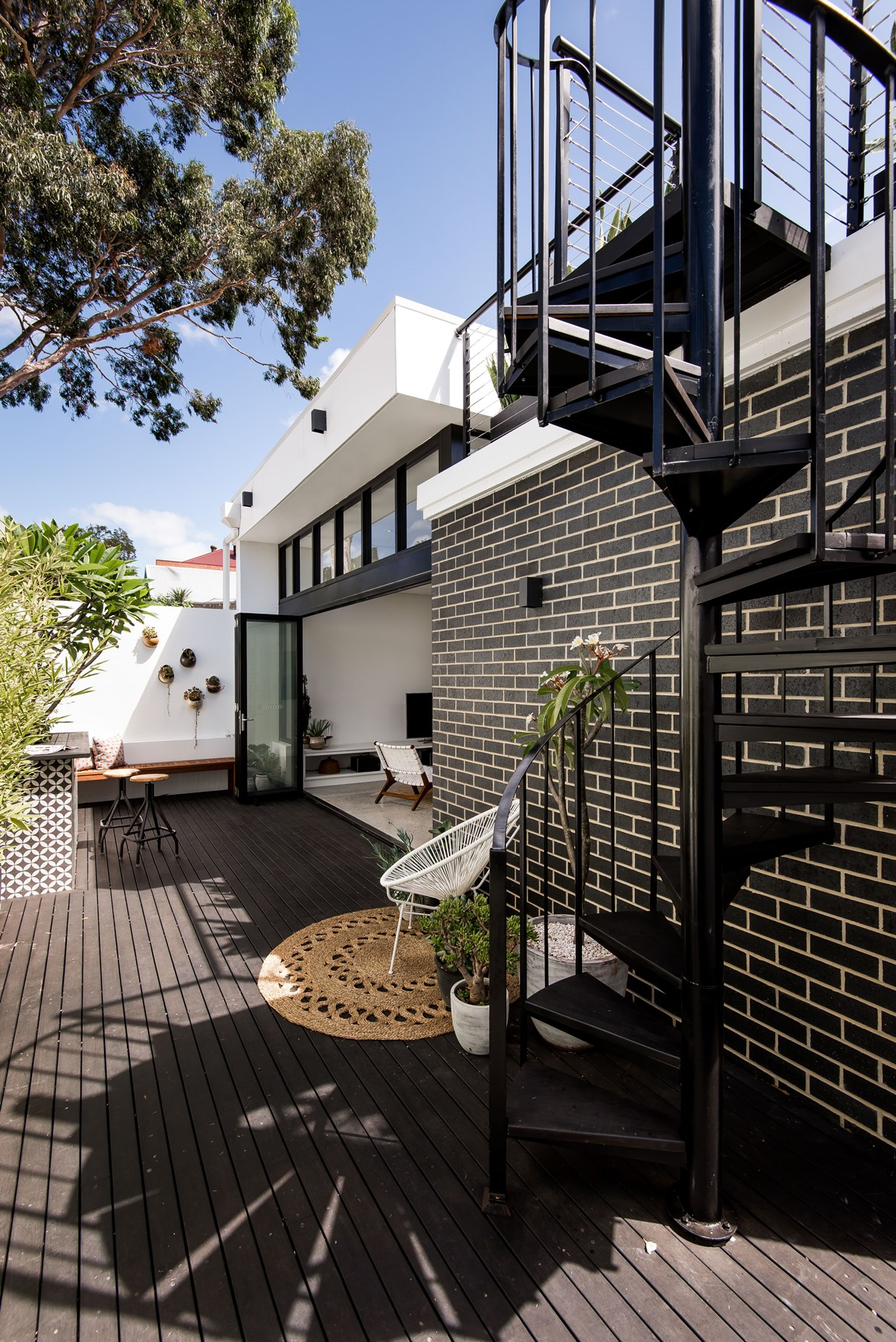 West_Leederville_courtyard_exterior_by_Studio_Atelier.jpg