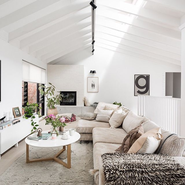 [ H O M E ] Living your best life. . One of our favourite features of the #GillespieHousebySA is how the 'livability' of the space is amplified simply by integrating white painted walls into the design. . Such a simple transformation but if you closed your eyes, could you imagine this interior if they were still mission brown? . You can tour more of this #perthreno in the latest copy of @insideoutmag . 📷@dionrobeson / styling @annapearlflanders . . . . . #StudioAtelierDesign #perthrenovation #perthreno #perthfamilies #perthbuildingdesign #homedesigner #perthbuildingdesigner #karrinyup #wadesign #residentialdesign #thisisperth #thewesthomes #customdesignperth#perthhomeideas #customhomesperth #architectureanddesign #homeinspo #BDAWA