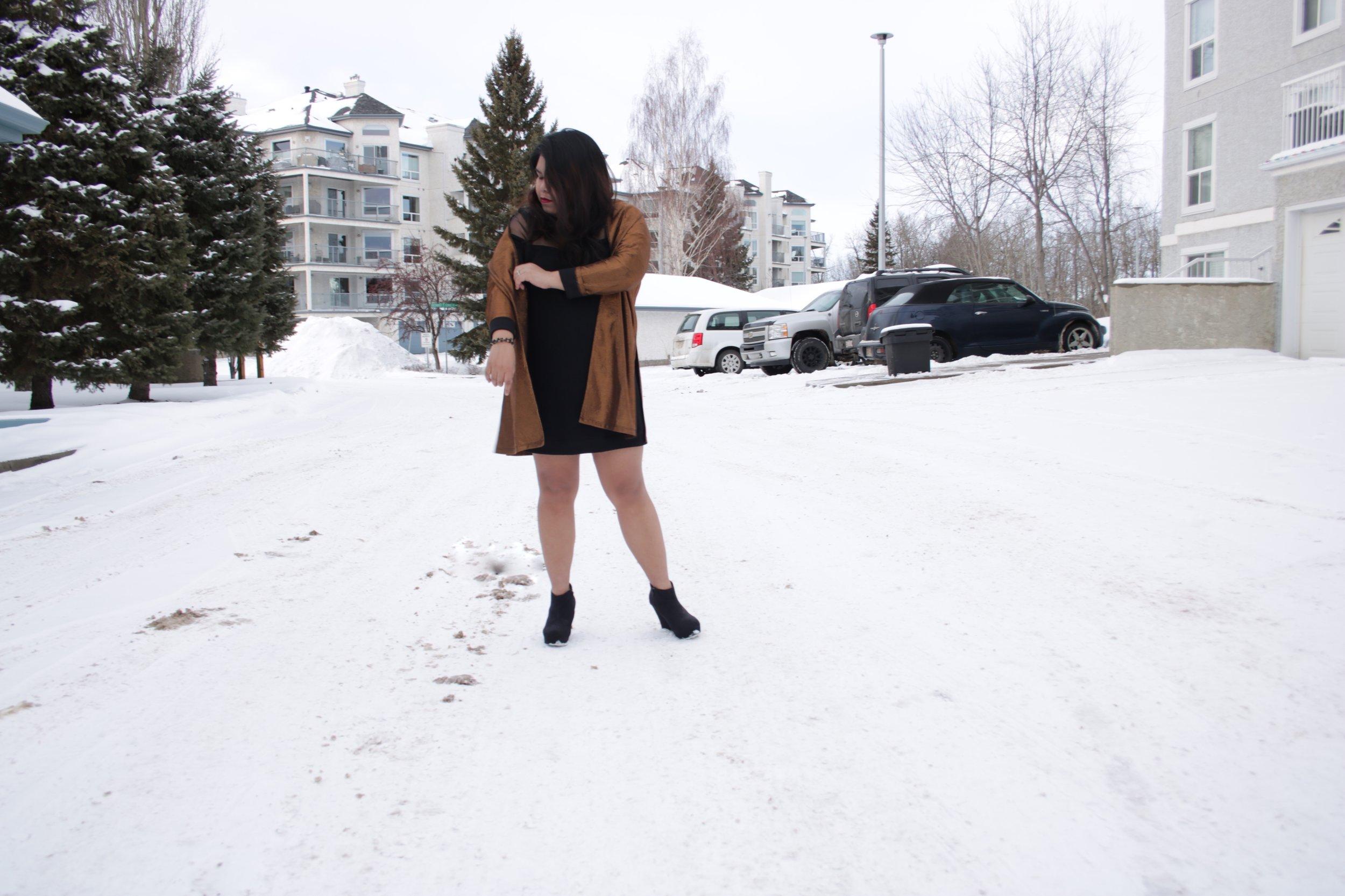 metallic fashion trend, metallic fashion, fashion trend 2018, fashion trend 2019, how to wear metallic, how to style metallic, metallic coat, wear metallic fashion, winter outfit idea, night outfit idea, how to wear sparkles