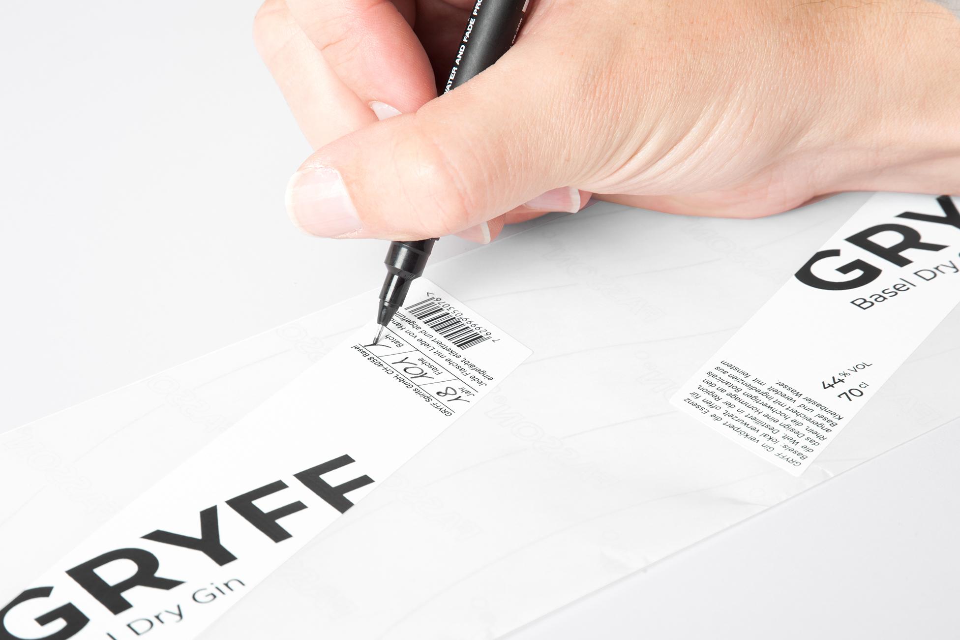 GRYFF_GIN_Etikette_unterschreiben_kl.jpg