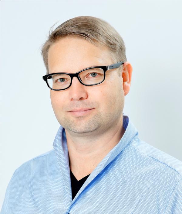 Hannes Lohi , Professor