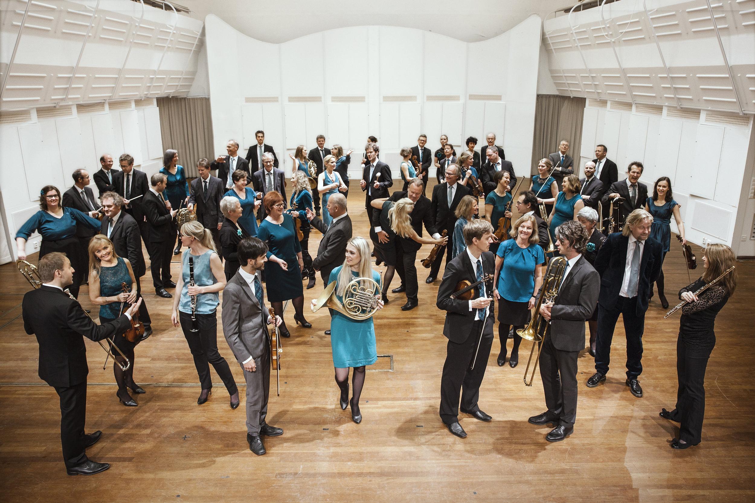 - Kringkastingorkestret (KORK) er et orkester på høyt internasjonalt nivå, tilknyttet NRK. Siden starten i 1946 har det blitt kjent både for sin kunstneriske kvalitet, sin allsidighet og lekenhet. KORK spiller alt fra symfonisk repertoar og samtidsmusikk til pop, rock, jazz og folkemusikk, og har samarbeidet med en rekke store internasjonale solister og dirigenter. Miguel Harth-Bedoya er orkestrets sjefdirigent.