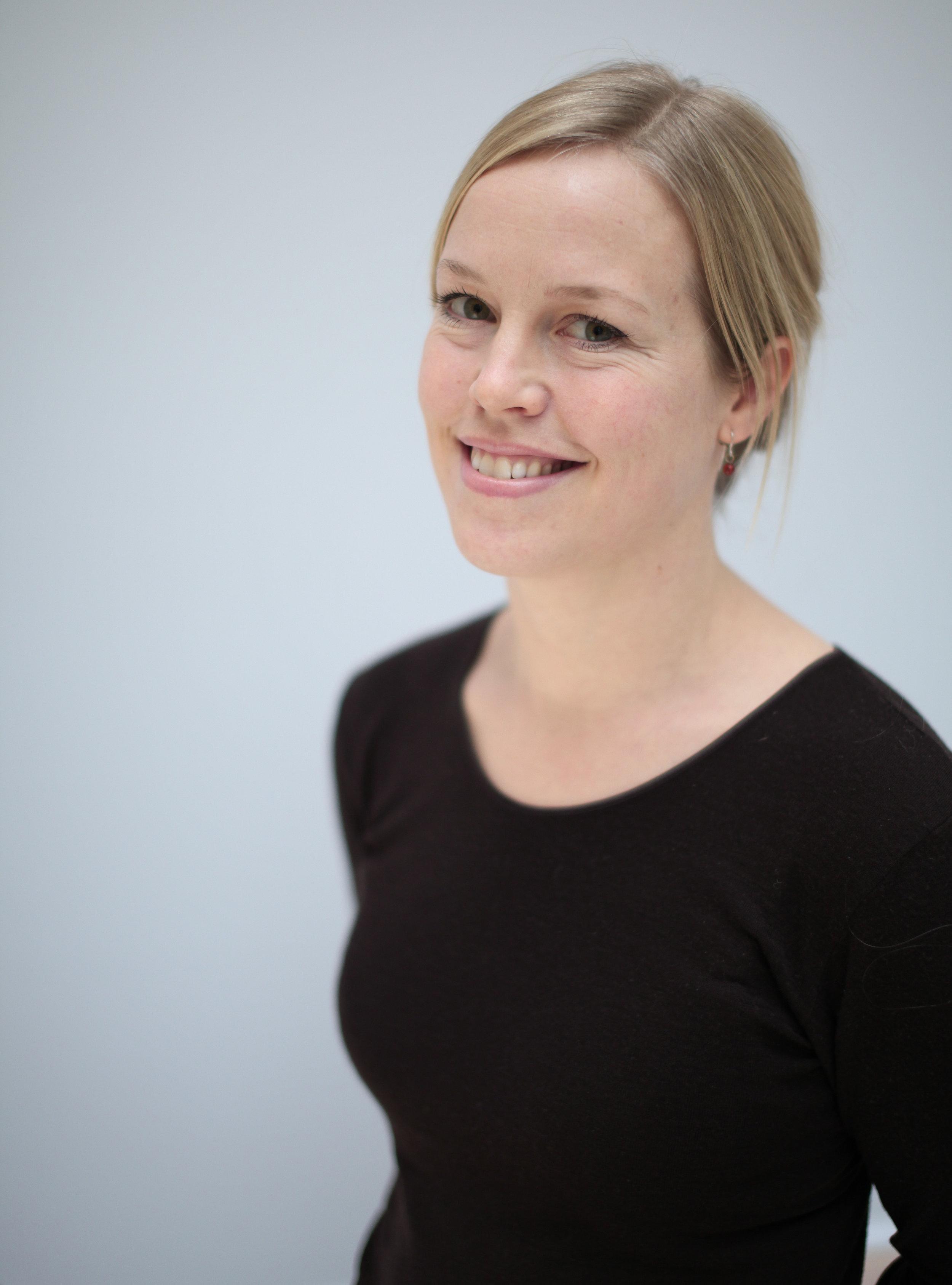 - Marianne Aasen er forsker ved CICERO Senter for klimaforskning og har en doktorgrad fra Universitetet i Ås. Hun har særlig erfaring med tverrfaglig forskning på omstilling til et lavutslippssamfunn og med problemstillinger knyttet til folks respons på klimaendringer, klimapolitikk og virkemidler. For tiden er hun engasjert i et prosjekt (ACT) som søker å forstå hvordan adferd, normer, kunnskap og virkemidler samspiller over tid. I dette prosjektet utvikles en første database om nordmenns adferd, oppfatninger, normer og holdninger knyttet til utslippskutt og omstilling til et lavutslippssamfunn.Foto: CICERO