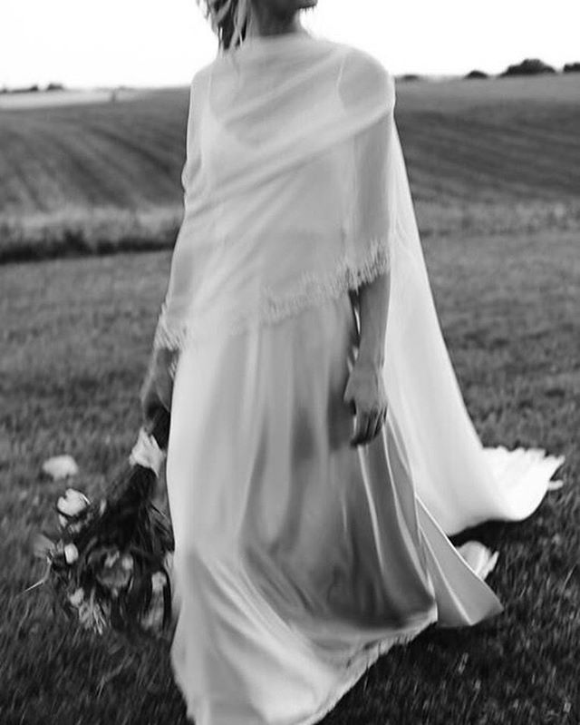 A throw back to Ailsa who married her love in the french countryside last year wearing a bespoke silk satin wedding dress and a chiffon shoulder veil with lace trim.⠀ ⠀ This stunning photograph, and many others, was captured by @stephenliberge who has definitely become one of my favourite photographers to see come up on my news feed.⠀ ⠀ ⠀