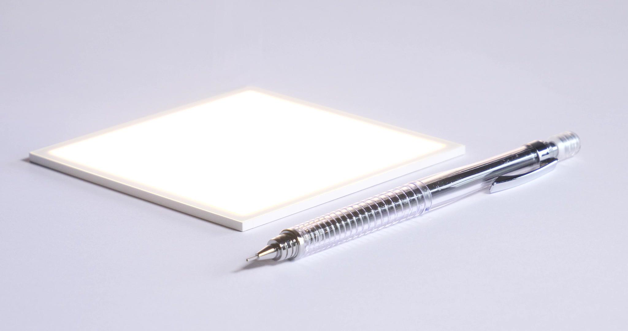 Hikari and pen_NO CABLE.jpg