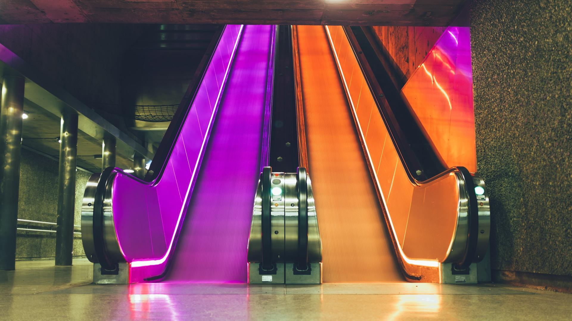 escalator-698488_1920.jpg