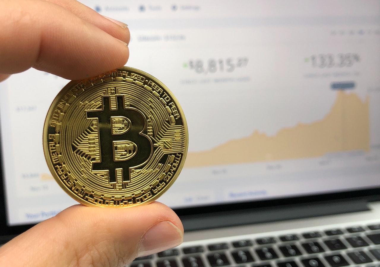 bank-bargain-bitcoin-730557.jpg