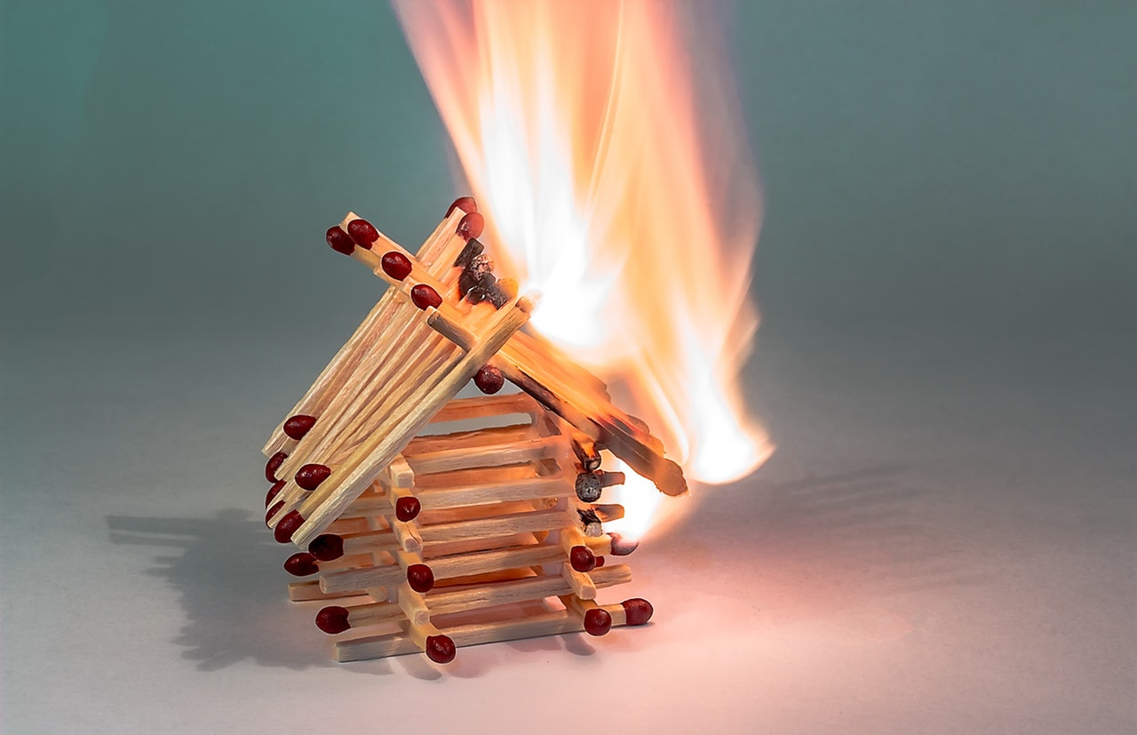 burning-burning-down-chain-reaction-358511.jpg