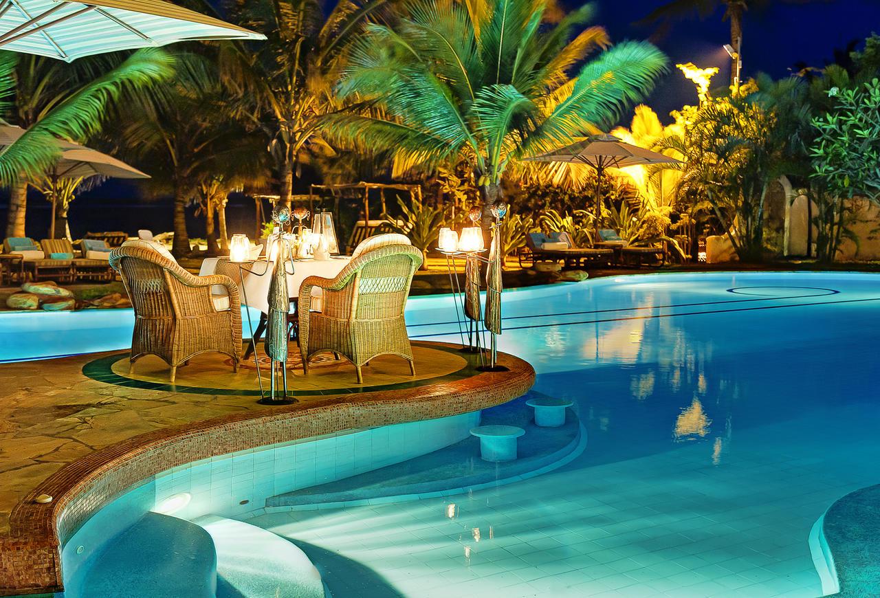 poolside_dinner_2.jpg