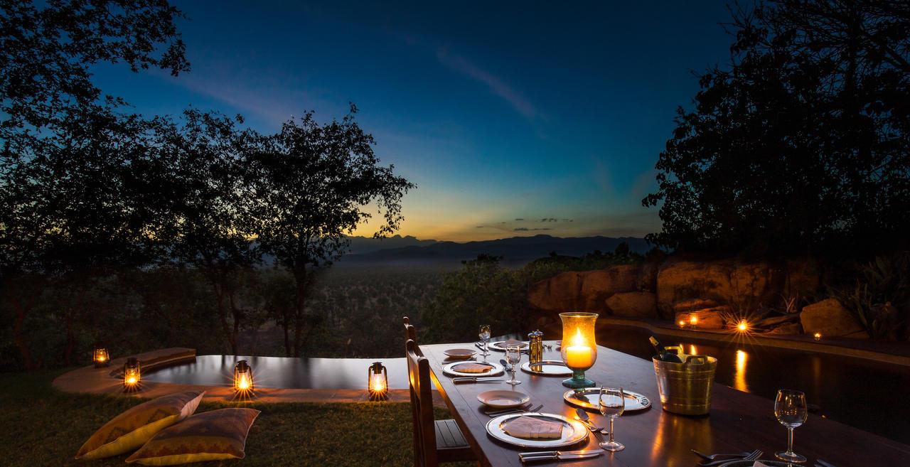 elsas_kopje_-_accommodation_-_private_house_-_dinner_by_the_pool_csanjay_f._gupta-1.jpg