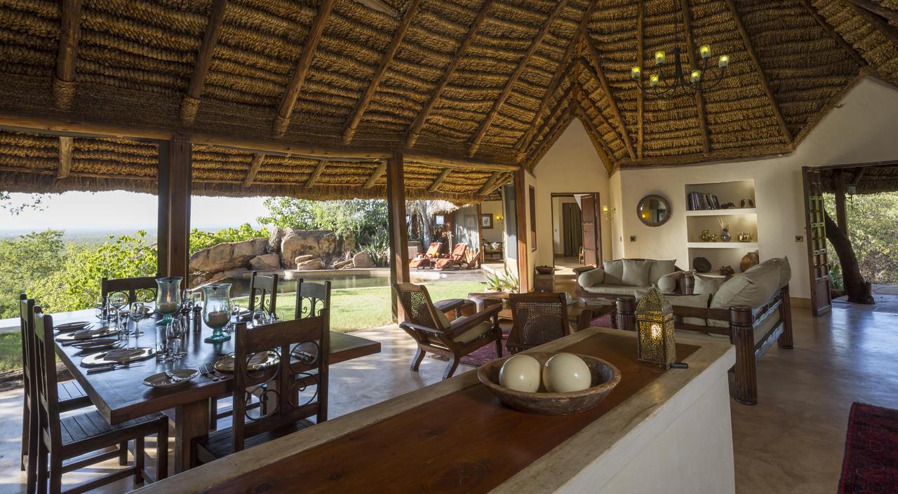 elsas_kopje_-_accommodation_-_private_house_-_living_room_csilverless-1.jpg