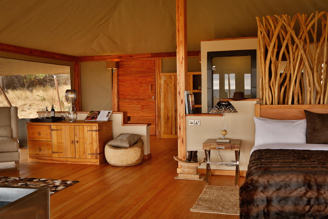 loisaba_tented_camp_-_accommodation-_tent_interior_detail-7.jpg