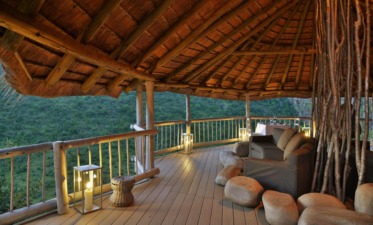 clifftop_exclusive_safari_hideaway_guest_outside_seating_area_1.jpg