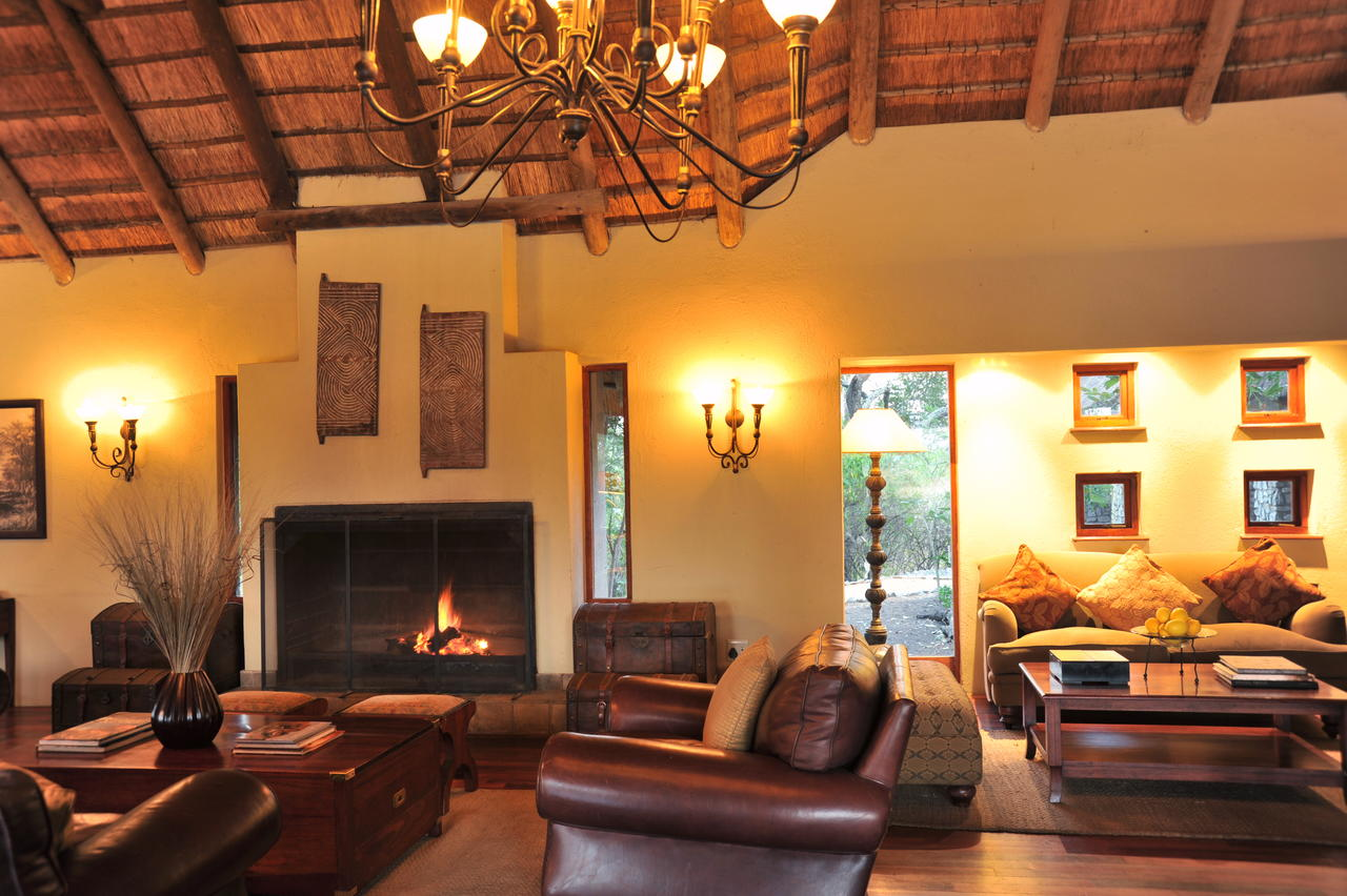 imbali_safari_lodge_lounge_1.jpg