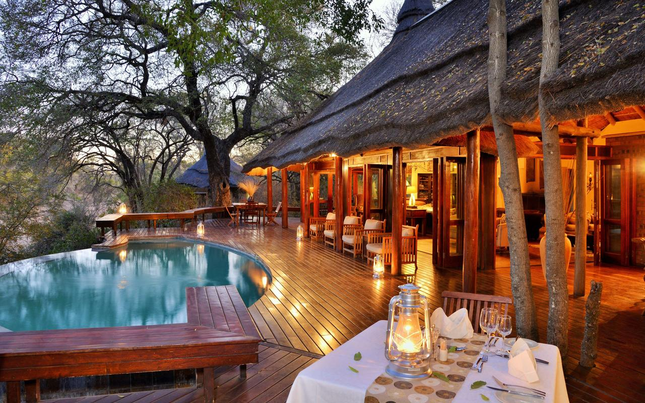 imbali_safari_lodge_evening_dining.jpg