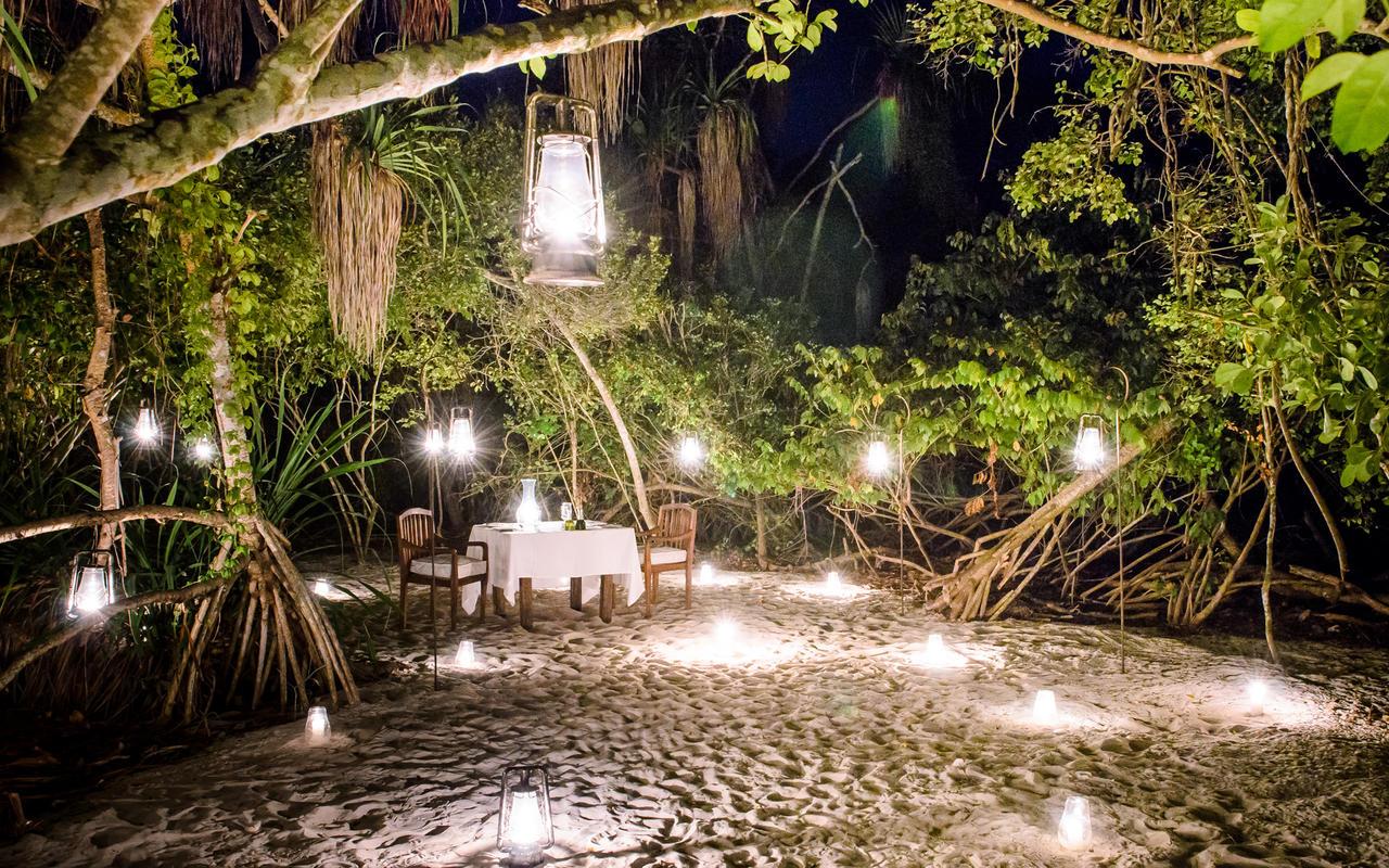 Mnemba_Island_Lodge_Dining_1.jpg