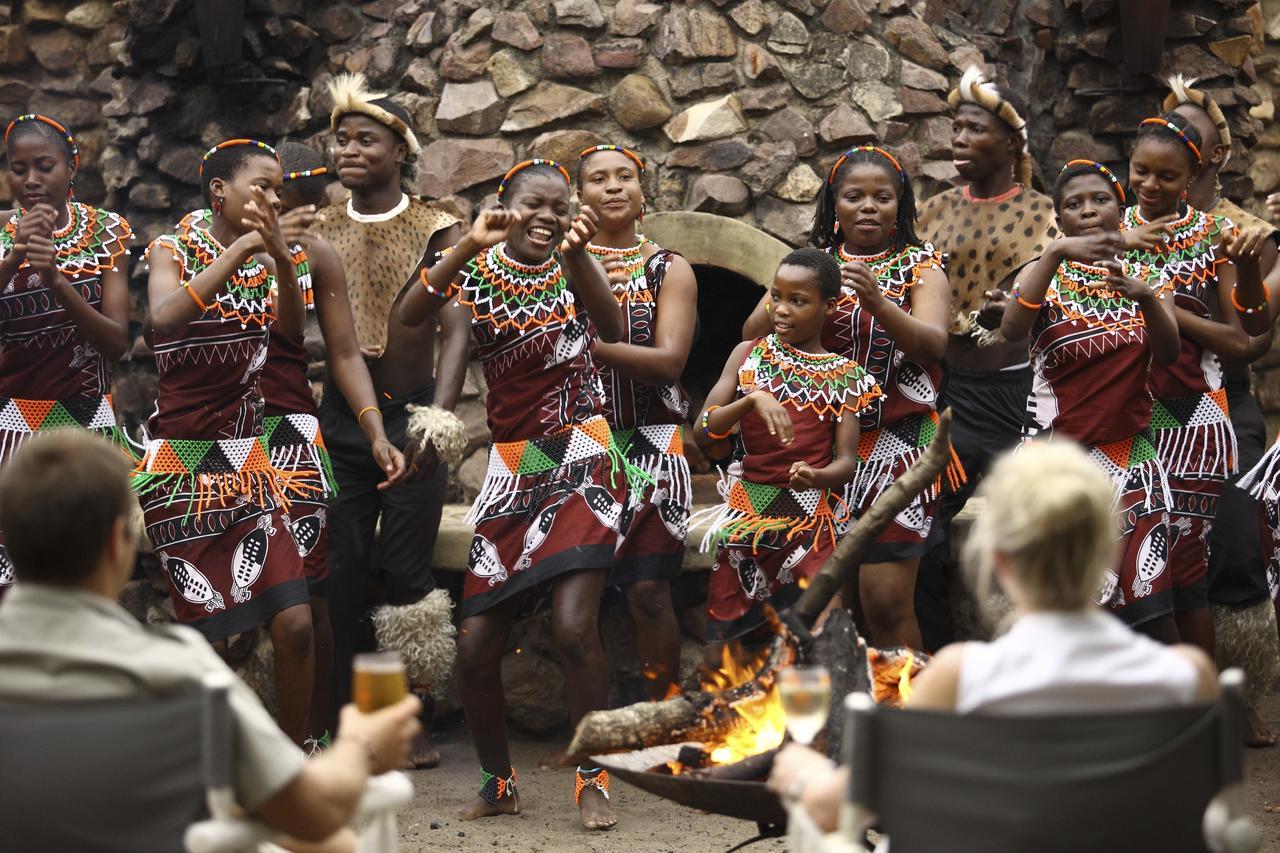 zulu-_dancers-at-phinda1.jpg
