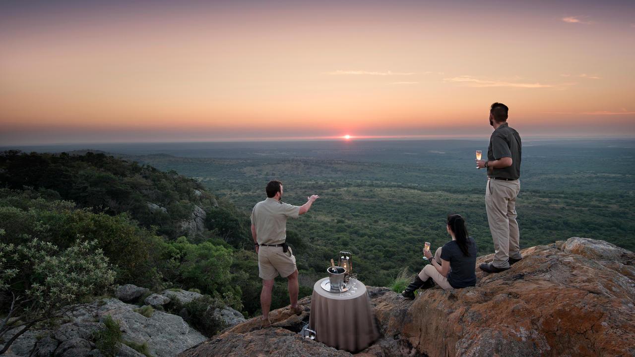 romantic-bush-dinner-in-phinda.jpg_11.jpg