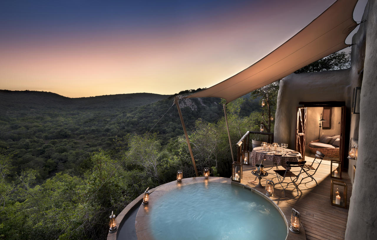 private-dining-at-plunge-pool-phinda-rock-lodge-suite_resized.jpg