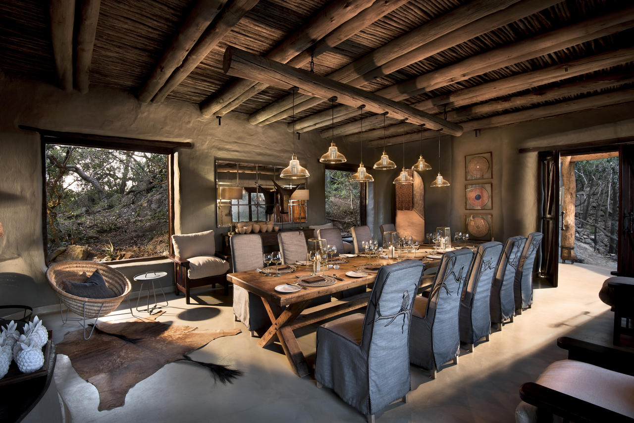 guest-dining-at-phinda-rock-lodge_resized.jpg