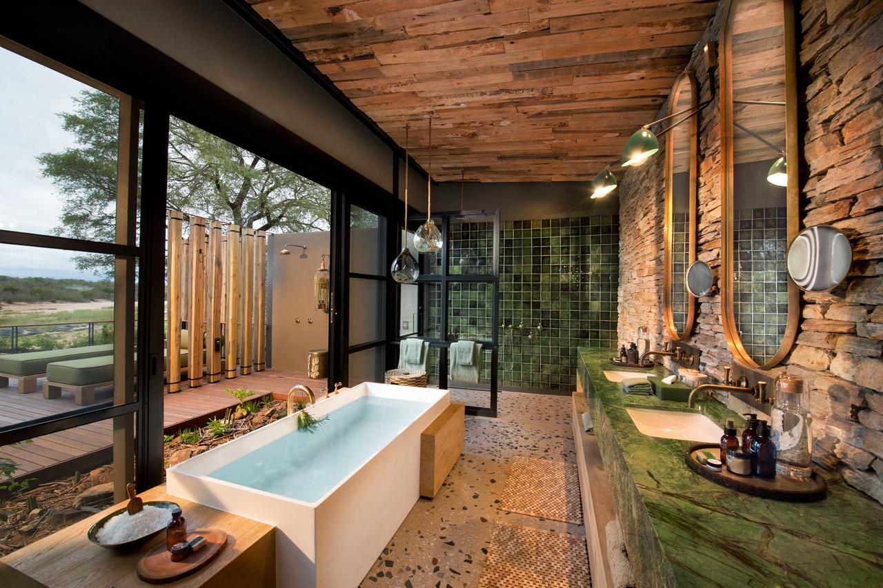 tengile_bathroom.jpg