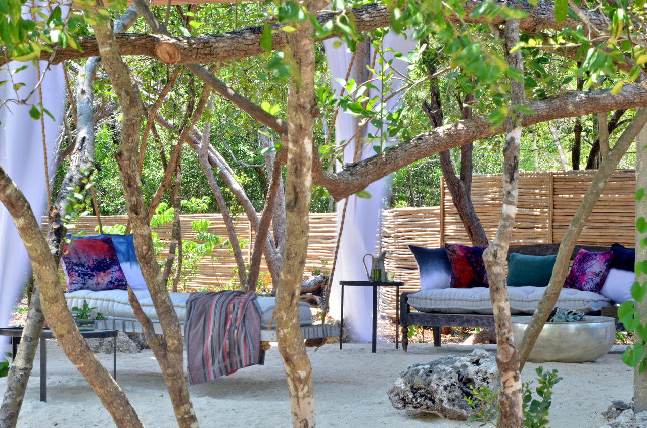 vamizi-island-casa-marjani-outside-lounge-area1.jpg
