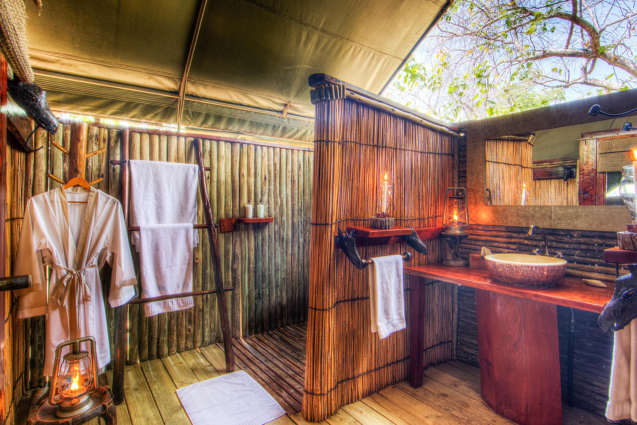camp-xakanaxa-guest-tent-bathroom1.jpg