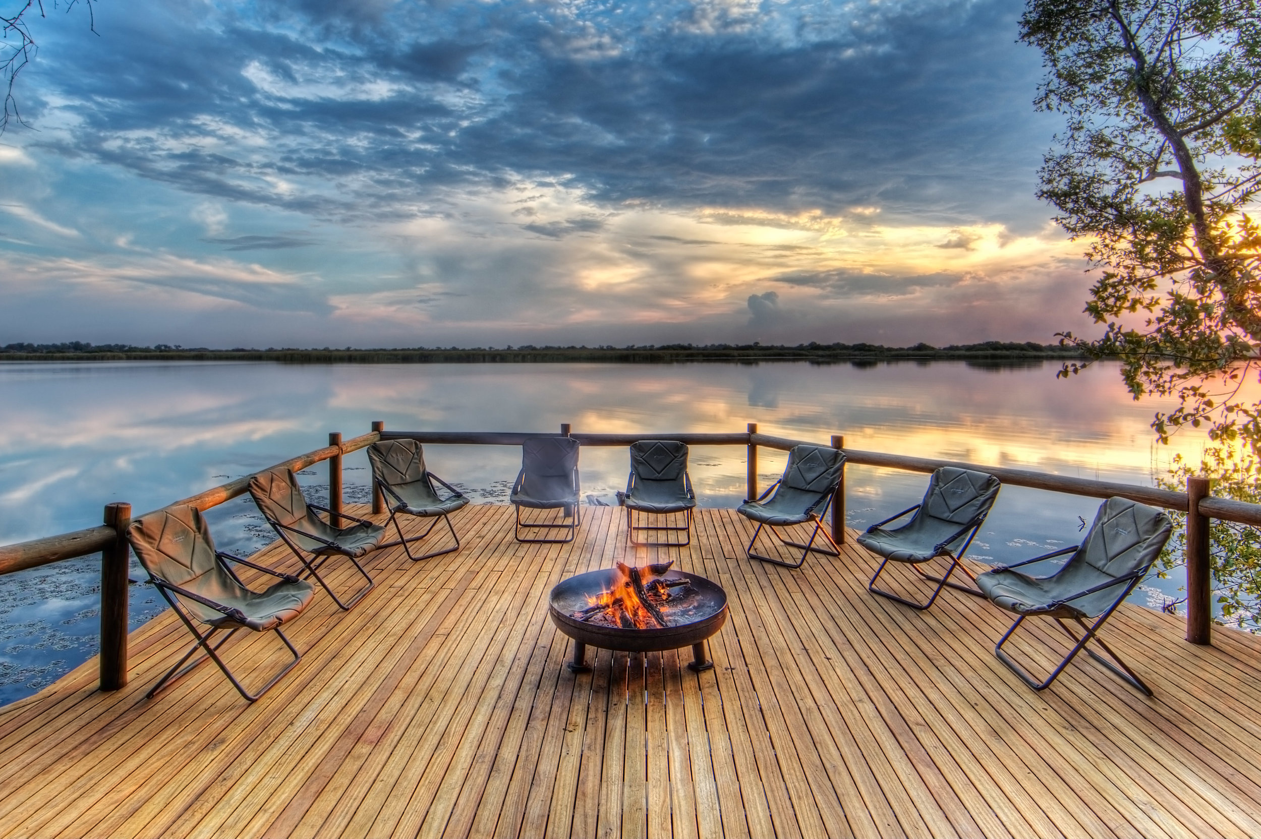 xugana-island-lodge-fire-deck1.jpg
